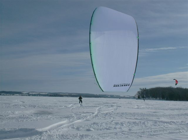 Kiting%20at%20Elmhirst%27s%20062[1].JPG - 35kB